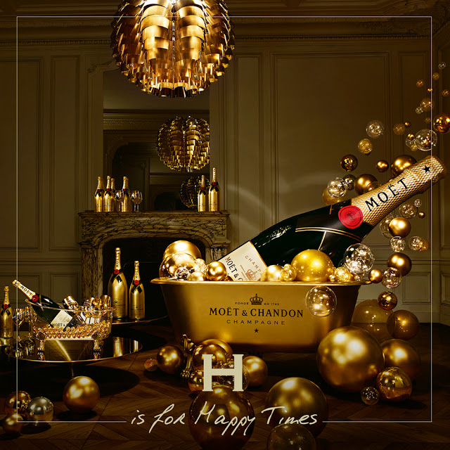 moet-chandon-champagne-in-gold-bucket-christmas