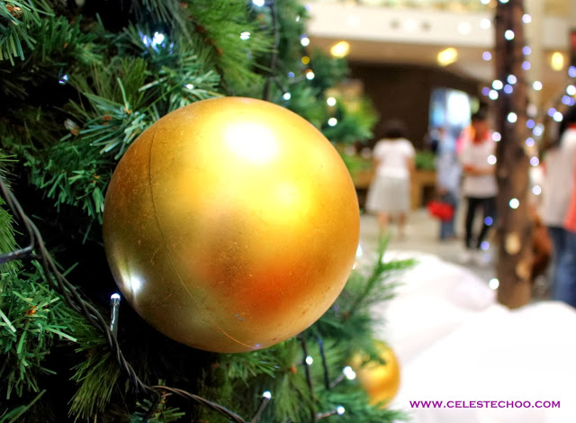 christmas-golden-ball-gifts