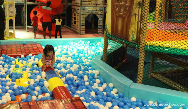 girl-playing-balls-little-kingdom-playland