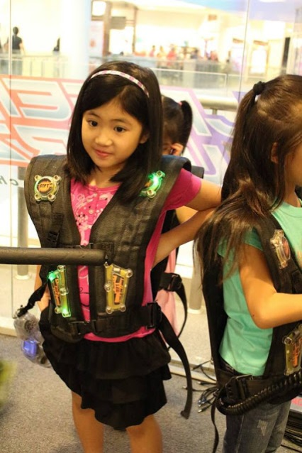 laser-warzone-kids-playing-laser-tag