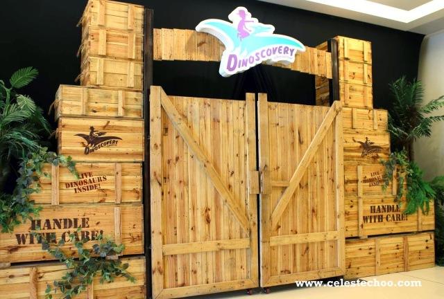 dinoscovery_dinosaurs_alive_avenue_k_entrance