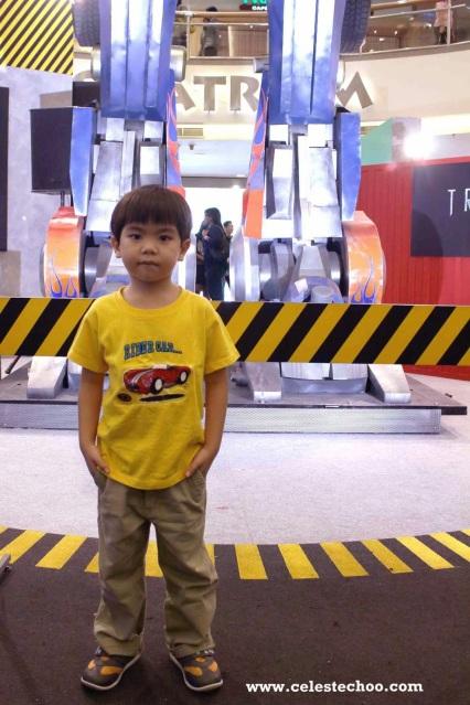 transformers_4_age_of_extinction_autobots_display_optimus_prime